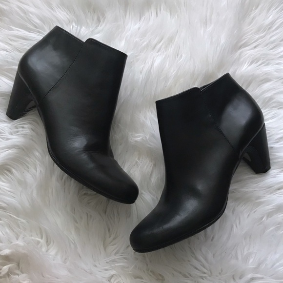 5a940c177fbd Sam Edelman Meredith Pointed Toe Ankle Booties. M 5b49fa0761974595fb067306